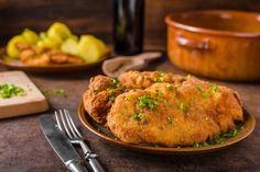 Vepřový řízek, který vás překvapí svou jemností a nadýchanou strouhankou Wiener Schnitzel, Tandoori Chicken, Mashed Potatoes, Turkey, Meat, Ethnic Recipes, Food, Tricks, Decor
