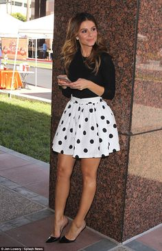 Stylish Maria Menounos shows legs in spotted mini Maria Menounos, Sexy Skirt, Dress Skirt, Cute Dresses, Short Dresses, Pernas Sexy, Mode Chic, Hot High Heels, Skirt Outfits
