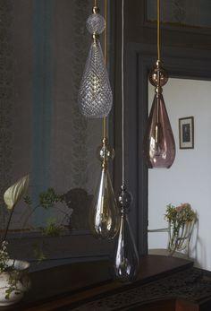 Nieuwste collectie 2018 Prachtige hanglamp van handgeblazen glas  leuk voor boven tafel of in een hoek van de kamer als set