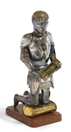 HISTORISMUS STIFTERRELIQUIAR DES HAUSES DE LANNOY. 19. Jh. Silber, teilweise vergoldet. Auf Holzsock