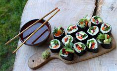 Raw Vegan Sushi with Cauliflower Rice Vegetarian Sushi Recipes, Raw Vegan Recipes, Vegan Vegetarian, Cucumber Sushi Rolls, Veggie Sushi, Cauliflower Rice, Kitchen Recipes, Veggies, Ethnic Recipes
