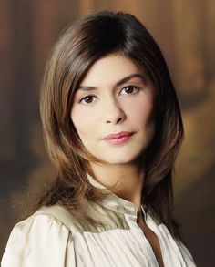 All About Celebrity: Audrey Tautou Height, Weight, Body Measurements Audrey Tautou, Rihanna Hairstyles, Celebrity Hairstyles, Cool Hairstyles, Layered Hair With Bangs, Long Layered Hair, Small Forehead Hairstyles, Amelie, Chanel