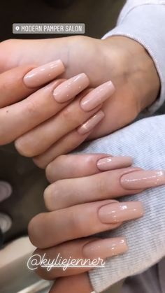 Semi-permanent varnish, false nails, patches: which manicure to choose? - My Nails Acrylic Nails Kylie Jenner, Kylie Jenner Nails, Coffin Nails Designs Kylie Jenner, Square Acrylic Nails, Best Acrylic Nails, Aycrlic Nails, Hair And Nails, Stiletto Nails, Glitter Nails