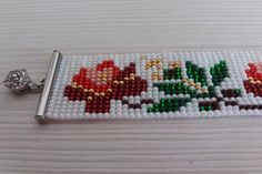 Telar abalorios pulsera pulsera de folclore rumano rumano   Etsy Elephant Cross Stitch, Bead Loom Bracelets, Bead Loom Patterns, Motif Floral, Paper Flowers Diy, Flower Boxes, Loom Beading, Bead Weaving, Beaded Embroidery