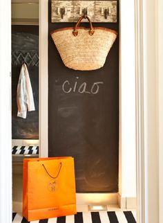 In love with Chalkboard paint! Dishfunctional Designs: Chalk It Up! Creative Uses for Chalkboard Paint Blackboard Wall, Chalk Wall, Chalkboard Paint, Chalk Board, Chalk Paint, Kitchen Chalkboard, Chalkboard Drawings, Chalkboard Lettering, Chalkboard Wallpaper
