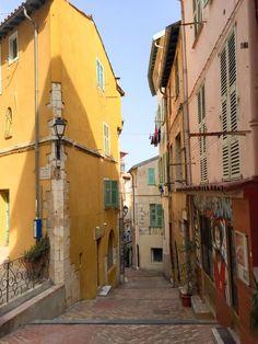 Die Côte d'Azur in Südfrankreich entlang kann man kleine Orte bestens erkunden. Eines davon ist Villefranche-sur-mer bei Nizza - Südfrankreich pur!