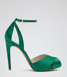 To die for shoes  #emeraldgreen  #shoes #accessories #satin #stilettos