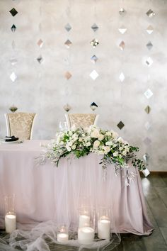 Висюльки сзади Cute Wedding Ideas, Wedding Themes, Wedding Styles, Wood Wedding Decorations, Decoration Table, Wedding Reception Backdrop, Reception Table, Bridal Table, Wedding Table