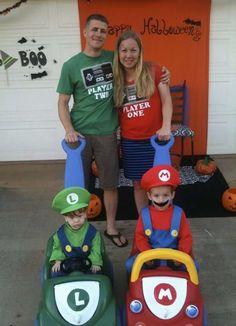 familia disfrazada de mario kart