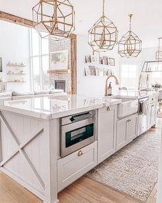 Home Interior Salas .Home Interior Salas Kitchen Island Decor, Modern Kitchen Island, Kitchen Layout, Home Decor Kitchen, New Kitchen, Kitchen Ideas, Kitchen Islands, Brass Kitchen, Long Kitchen