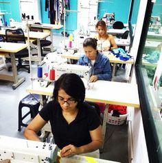 Las manos de Venezuela no se detienen, de ellas tenemos el mejor producto #talentonacional #hechoenvenezuela #pormejorfuturo #trabajo #moda. ///// Venezuelan's talent is endless, from them we have the best product made in Venezuela #madeinvenezuela #working #future #designers