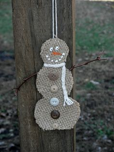 Burlap Snowman Christmas Ornament - so cute! This would be super easy to make.