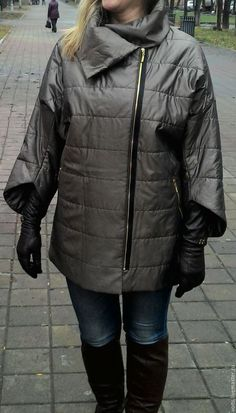 Купить или заказать Стеганая куртка 'Бронза' в интернет-магазине на Ярмарке Мастеров. Куртка легкая свободная стильная,.Рукав необычной формы, длинна 3/4. Сложный цвет куртки, состаренная бронза с серым оттенком, позволит вам выделиться из всех окружающих. Подклад японский шёлк с принтом. Все возможные изменения и цену, уточняйте в личной переписке. Для того, чтобы быть в курсе новинок моего магазина - нажмите в левой колонке меню 'Добавить в круг', и тогда Вы всегда буде...