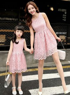 Mom & daughter in ''pink''. Mother Daughter Pictures, Mother Daughter Fashion, Mom Daughter, Mommy And Me Dresses, Mommy And Me Outfits, Kids Outfits, Girls Dresses, Fashion Kids, Mother Daughter Matching Outfits