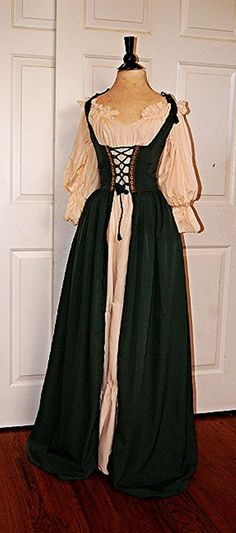 Q&I Renaissance Medieval Full Costume Classic Chemise Sage Green Irish Dress
