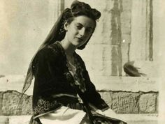 The traditional Cretan costume which we know today is little worn for daily use now. But at many festivals and formal occasions you will see men and women dressed in the complicated woven and embroidered outfits Old Pictures, Old Photos, Greek Culture, Greek Life, People Of The World, Greece, Island, Costumes, Traditional