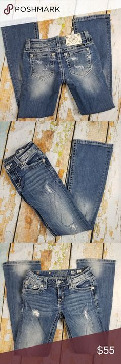 "Miss me signature boot bootcut distressed jeans Waist: 26"" Inseams: 28"" All of my items are from smoke and pet free household Please feel free leave me any questions about my items Miss Me Jeans Boot Cut"