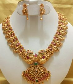 New collection gold haram designs - Fashion Beauty Mehndi Jewellery Blouse Design Gold Haram Designs, Gold Earrings Designs, Gold Jewellery Design, Necklace Designs, Gold Jewelry, Gold Necklace, Mango Necklace, Peacock Jewelry, Gold Designs