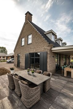 SelektHuis - Matterhorn in historiserende bouwstijl Holland House, Barn Renovation, Industrial Architecture, Wooden House, Facade House, Big Houses, Building Design, Future House, Beautiful Homes