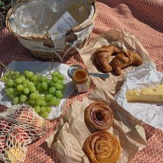 The Happy Cottage Picnic Date, Summer Picnic, Beach Picnic Foods, Cute Food, Good Food, Yummy Food, Comida Picnic, Think Food, Aesthetic Food