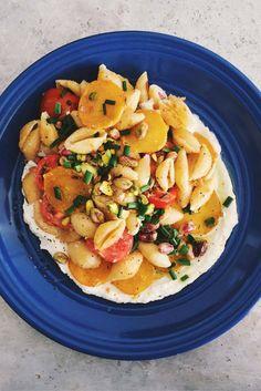 Coquilles à la betterave et au ricotta avec tomates cerises et ciboulette / Beets and ricotta shells with cherry tomatoes and chives. cookitboutique.com