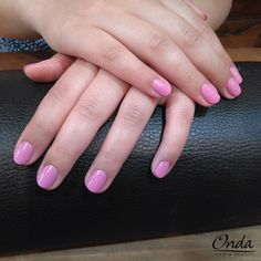Déjate cuidar las manos por el Team Onda Salon!!! Manicura shellac semi permanente color rosado.  Visítanos cuídate y elige color que más te guste.  #manicurashellac #shellacmanicure #manicurashellacBarcelona #shellacmanicureBarcelona #manicurasemipermanente #semipermanentmanicure #manicurasemipermanentebarcelona #Bcn #Barcelona #Barceloneta #centrodeesteticaBarcelona #esteticaBarcelona #centrodeesteticaBarceloneta #esteticaBarceloneta #ondasalon
