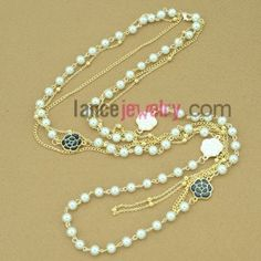 New layered pearl necklace with rose charm