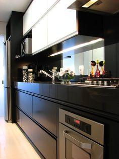 Cozinha preta e branco, cozinha pequena