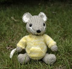 Pocket Mouse ( Only Head and Ears Pattern) ~ Free Knitting Pattern