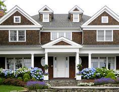 House hamptons cedar shakes 17 new Ideas Hamptons House, The Hamptons, Exterior Colors, Exterior Design, Exterior Paint, Porches, Cedar Homes, Brown House, Cedar Shingles