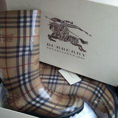 Burberry rain boots Tan like new Burberry Shoes Winter & Rain Boots