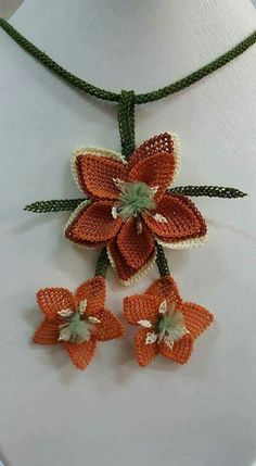 This Pin was discovered by Ali Turkish Fashion, Needle Lace, Lace Making, Ribbon Embroidery, Free Crochet, Needlework, Diy And Crafts, Crochet Necklace, Fashion Accessories