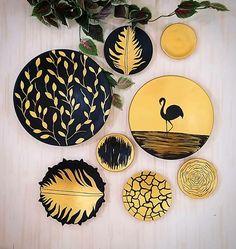 Diy Canvas Art, Diy Wall Art, Diy Art, Pottery Painting Designs, Pottery Art, Paisley Art, Pottery Animals, Plate Wall Decor, Plate Art