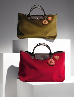 Longchamp Fall 2013 new collection. Discover it on www.longchamp.com <<< the little vintage medallion is the perfect deal maker #Longchamp #Fashion #Bags
