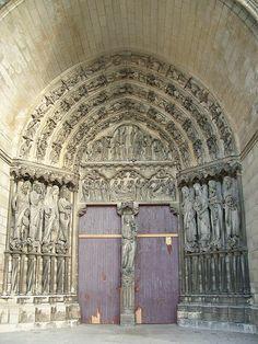 Portada central del pórtico oeste de la catedral de Laon