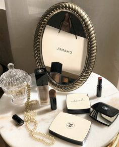 Find images and videos about beautiful, style and beauty on We Heart It - the app to get lost in what you love. Cream Aesthetic, Boujee Aesthetic, Brown Aesthetic, Aesthetic Makeup, Walpapper Vintage, Parfum Chanel, Skin Makeup, Makeup Looks, Fast Makeup