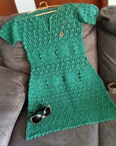 Vestido confeccionado em crochet com dois fios Camila da círculo 100% algodão. Tam. M, comprimento 82cm. Não acompanha combinação, nem forro! Para mais informações favor entrar em contato com o vendedor. Crochet sempre te deixará na moda com luxo!