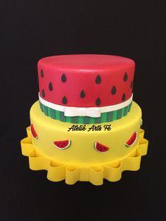BOLO FAKE MAGALI Bolo fake de isopor maciço,revestido em e.v.a sem emendas. Fruit Birthday, Birthday Parties, Bolo Fake, Baker Cake, Fiesta Party, Cake Cookies, Cookie Decorating, Chocolate, Candy