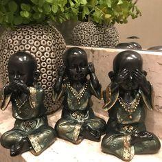 Trio de Budas: não vejo, não falo, não ouço. Sofisticação total. - B2B8BB Little Buddha, Ganesha, Haiku, Tarot, Stencils, Dragon, Dolls, Wallpaper, This Is Us