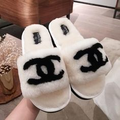 Chanel Slippers, Cute Slippers, Chanel Shoes, Dr Shoes, Hype Shoes, Me Too Shoes, Cute Sneakers, Shoes Sneakers, Sneakers Fashion