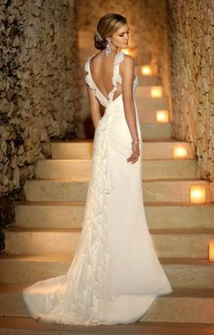 This flowy chiffon wedding gown by Stella York features beautiful ruffle detailing down the back of the dress. Perfect for a beach wedding. Sexy Wedding Dresses, Elegant Wedding Dress, Wedding Attire, Wedding Gowns, Wedding Bride, Backless Wedding, Wedding Venues, Cake Wedding, Backless Gown