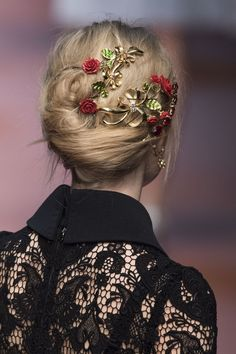 hauteccouture: Dolce & Gabbana Fall 2015 - Daily Fashion and Style Inspo - Schö . hauteccouture: Dolce & Gabbana Fall 2015 – Daily Fashion and Style Inspo – beautiful models and Back To School Hairstyles, Cool Hairstyles, Beauty Art, Hair Beauty, Glamour, Teen Vogue, Daily Fashion, Milan Fashion, Parisian Fashion