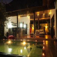 Les Villas Bali Théo sont situées à 4 km en direction de la plage de Balangan, sur la péninsule de Bukit (sud Bali), à 25 mn de l'aéroport international, 10 mn de Jimbaran, 25 mn de Nusa Dua, 30/35 mn de Kuta/Seminyak et à 1 km de toutes commodités et commerces.