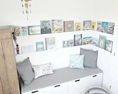 Leseecke im Kinderzimmer / reading corner in children's room