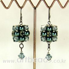Double ball earrings (free pattern)