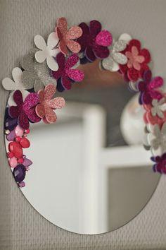 Tiboudnez: ♥ DIY – Ein so girly Spiegel ♥ tibo… Diy Crafts Hacks, Diy Crafts For Gifts, Diy Home Crafts, Diy Arts And Crafts, Creative Crafts, Decor Crafts, Diy Wall Art, Diy Wall Decor, Homemade Wall Decorations