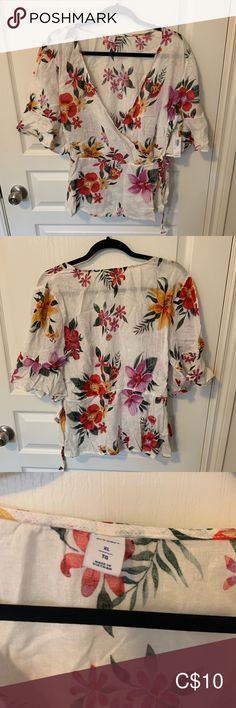 New with tags, never worn. Old Navy Tops Blouses Wrap Shirt, Plus Fashion, Fashion Tips, Fashion Trends, Navy Tops, Navy And White, Floral Tops, Old Navy, Blouses