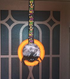 Easy Craft~Homemade Spider Halloween Wreath  Pin now and make later!