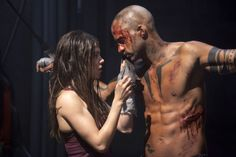 """Marie Avgeropoulos as Octavia and Ricky Whittle as Lincoln in 'The 100,'  """"Day Trip"""""""