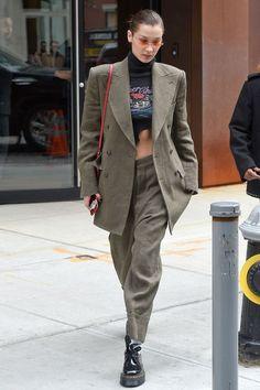 Bella Hadid Street Style - Bella Hadid's Hottest Looks Bella Hadid Outfits, Bella Hadid Style, District Of Columbia, Look Fashion, Autumn Fashion, Street Fashion, Boyish Fashion, Fashion Bella, Tokyo Fashion
